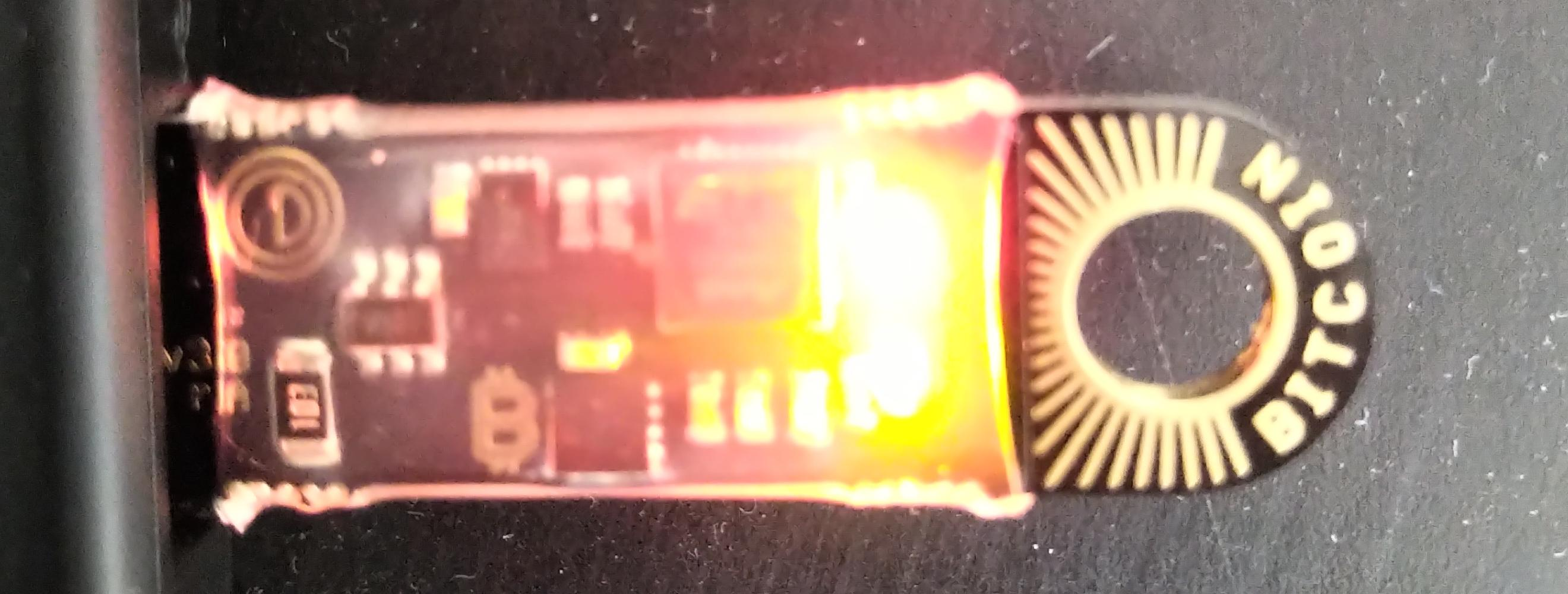 Opendime Bitcoin Wallet Set Up Step 0 flashing red light LED
